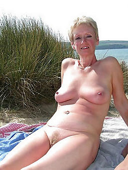 grown-up lady at the seashore porno pics
