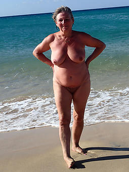 full-grown lady at the beach inexpert milf pics