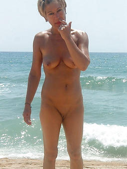 hot full-grown lady in advance beach