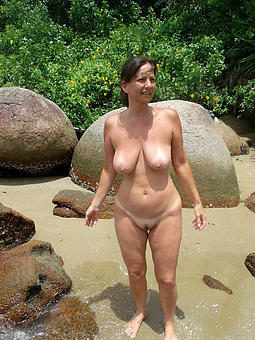 perfect unshod mature beach pic