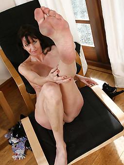mature ladies feet porn pic