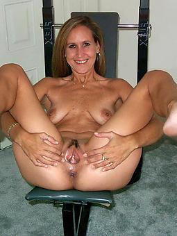 naked mature lady feet brigandage
