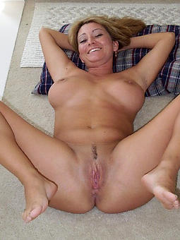 mature lady fingertips tease