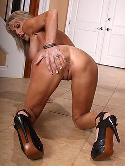 pulchritudinous mature hands and heels nude pics