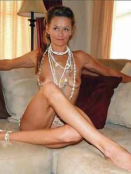 matures spreading legs amateur bare pics