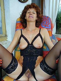 curvy mature lady in lingerie