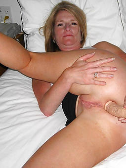 mature ladies masturbating pics