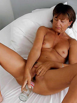 mature lady masterbating porno pics