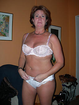 grounds white mature moms pics