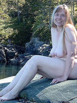 mature ladies outdoors lovemaking pictures