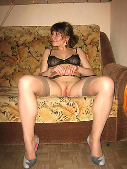 natural mature sprog in stockings
