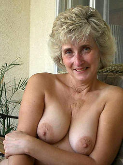 natural unclothed mature woman solo pictures