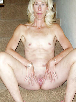 gentry with small tits porn pictures
