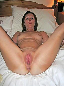 shaved mature ladies amateur nude pics