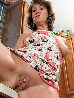 uncover shaved mature cunts pic
