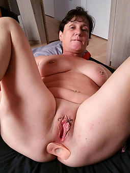 sexy grown up shaved milf pic