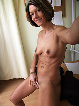 naked full-grown selfshots gallery