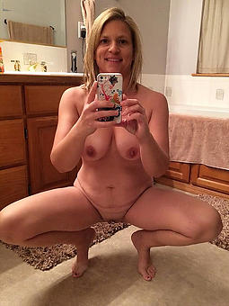 mature selfshot pussy stripping