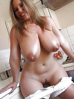 curvy moms
