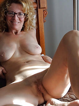 amature lady with glasses shorn pics