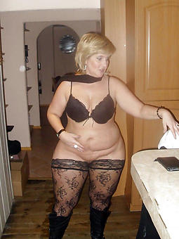Naked Mom Gallery