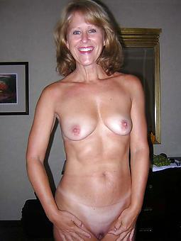 nice mom solo nude photo