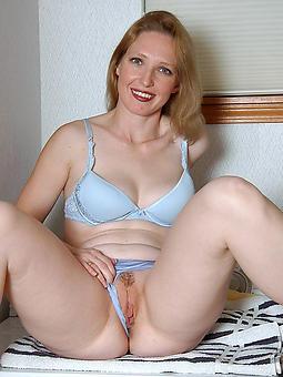 hot stripped milfs xxx pics