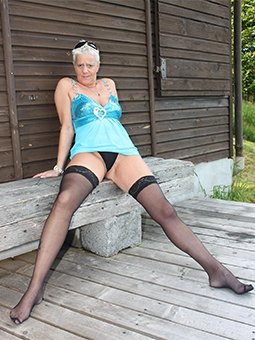 porn pictures of mother upskirt