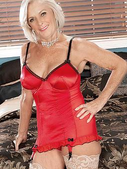 nude strata desert 60 stripping