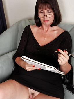 sexy classy mature lady Bohemian porn pics