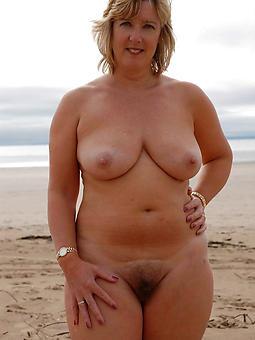 juggs mature mom tits photo