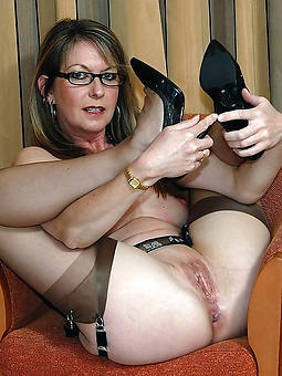 amature mam with glasses nude pictures