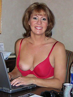 hot bared mature moms
