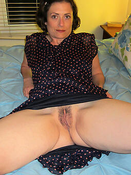 naked mature brunette lay free pics