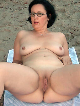 Beach Ladies Pics