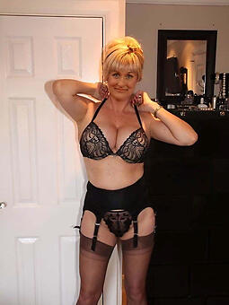 porn pictures of bonny moms in one's birthday suit