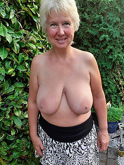 porn pictures of older strata tits